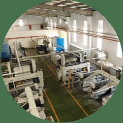 Công đoạn kéo sợi của công ty sản xuất bao bì Dương Vinh Hoa